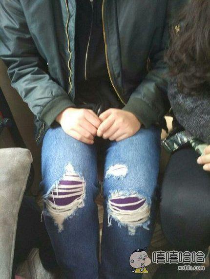 温馨提示:天冷了,穿了秋裤切记不要穿破洞裤……