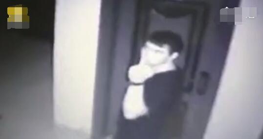 惊魂!男子强拽女子进屋欲强奸图片